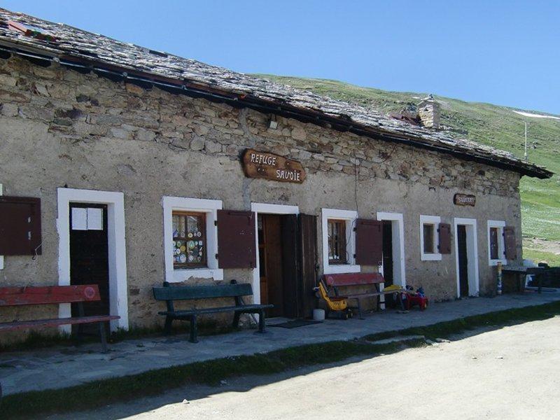 rifugio savoia col nivolet piemonte