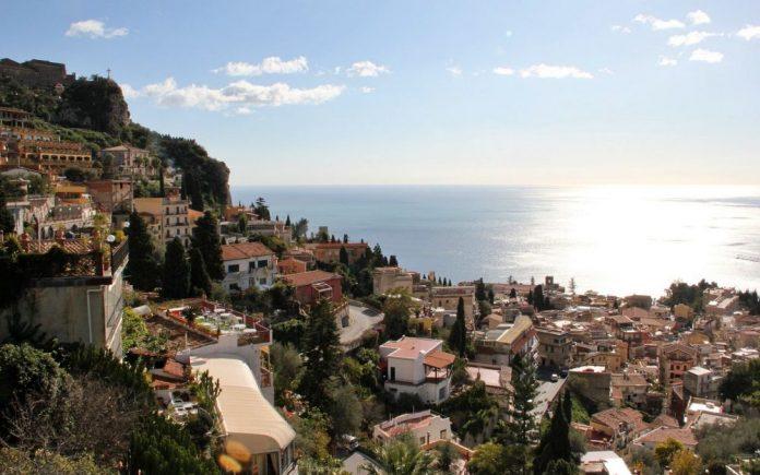 Taormina moto itinerario sicilia
