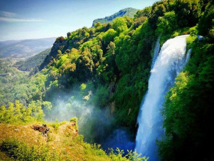 cascata marmore umbria italia moto