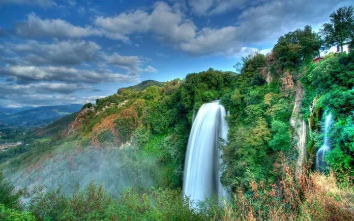 cascata marmore umbria italia moto itinerario strada giro