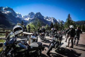 moto guzzi montagne strada bikers