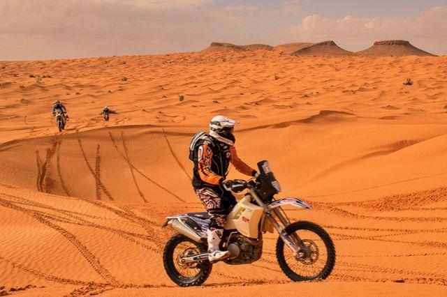 free racing oscar polli tunisia rally raid adventouring enduro tour viaggi avventura deserto moto