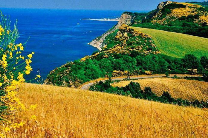 colle san bartolo parco pesaro gabicce mare marche adriatico itinerario moto