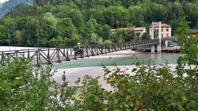 Friuli in moto - La Via dei Laghi - Ponte sospeso a Barcis