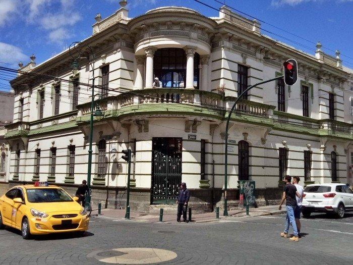 Ecuador in moto - Palazzo coloniale di Riobamba