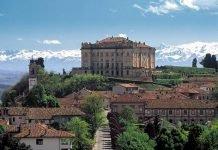 Castello di Guarene Roero in moto bici langhe piemonte