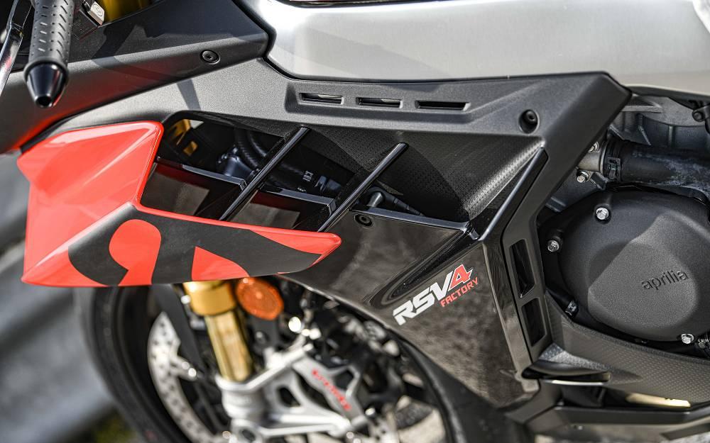 Nuova Aprilia RSV4 moto superbike pista stradale
