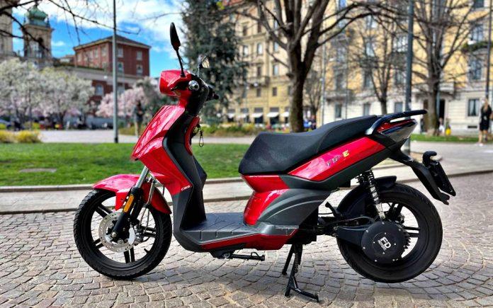 F5-E di FD Motors scooter elettrico ruota alta