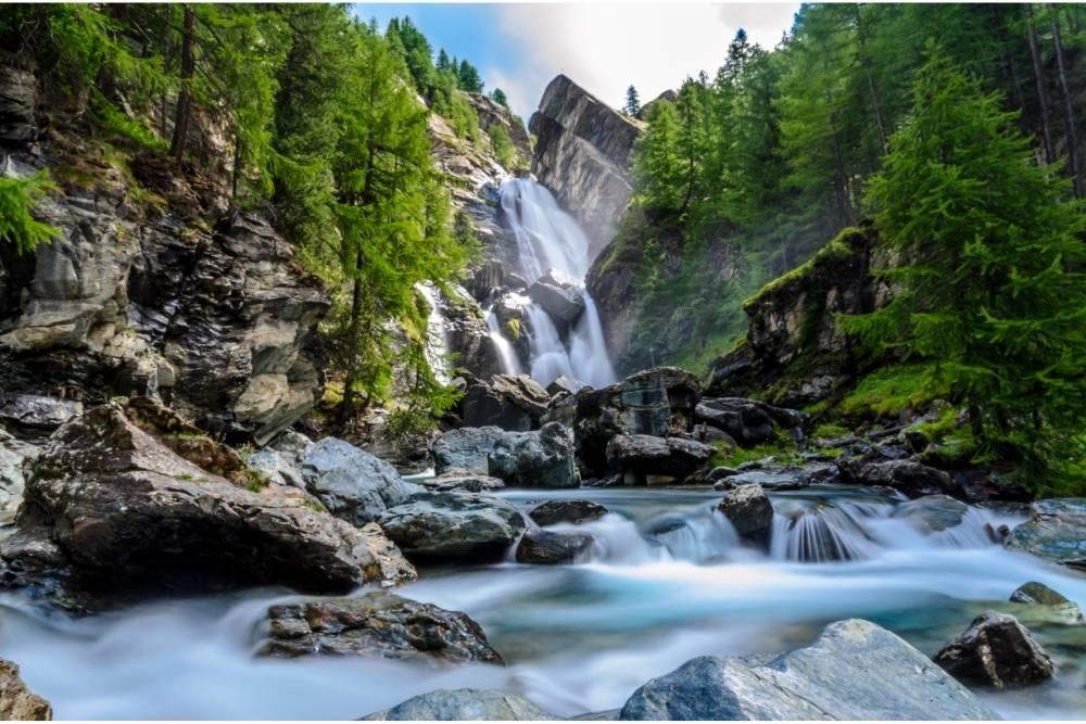 Val D'Aosta in moto bici percorso itinerario Cascate di Lillaz