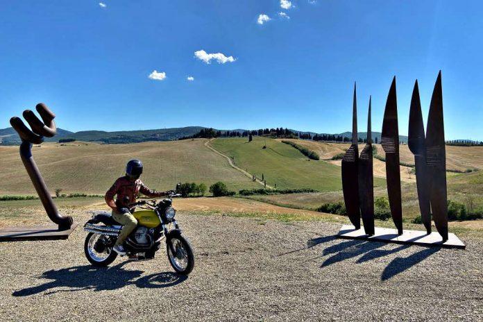 Teatro del Silenzio lajatico bocelli toscana moto bici itinerario percorso